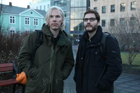Benedict Cumberbatch und Daniel Brühl als Wikileaks-Gründer (Quelle: Constantin Film)