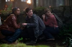 Grover, Percy und Annabeth verstecken sich (Quelle: 20th Century Fox)