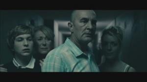 Die Hausbewohner sind entsetzt (Quelle: Universum Film)
