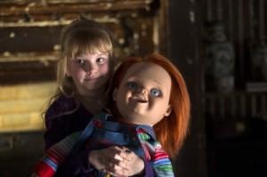 Alice mit dem noch braven Chucky (Quelle: Universal Pictures)
