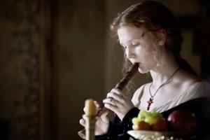 Lucrezia findet Freude in der Musik (Quelle:StudioCanal)