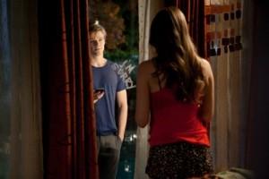 Scott stattet Jules einen Besuch ab (Quelle: Universum Film)