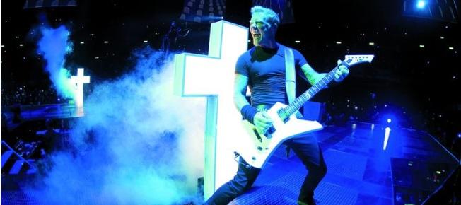 James Hetfield rockt die Bühne (Quelle: Ascot Elite)