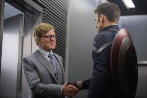Captain America trifft auf Senator Pierce (Quelle: Disney Germany)