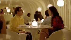 Beim Blind Date kommt Theodore nicht zurecht (Quelle: Warner Bros Pictures)