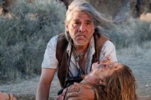 Ein Indianer versucht, Zoe zu retten (Quelle: Ascot Elite)