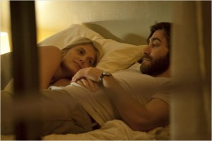 Wer liegt da gerade bei Mary im Bett? (Quelle: Capelight Pictures)
