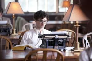An der Schreibmaschine fühlt sich Allen wohl (Quelle: Koch Media)