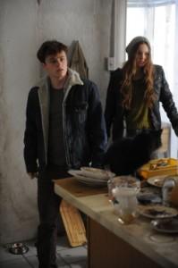 Evan und Samantha beschwören etwas Böses herauf (Quelle: Universum Film)