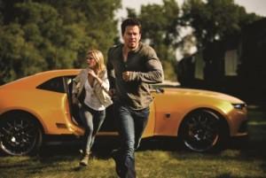 Cade und Tessa müssen flüchten (Quelle: Paramount Pictures)