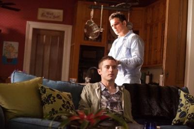 Richard sucht bei Johnny nach Infos zu seiner verschwundenen Frau (Quelle: Universum Film)