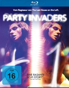 "Das Blu-ray-Cover von ""Party Invaders"" (Quelle: Universum Film)"
