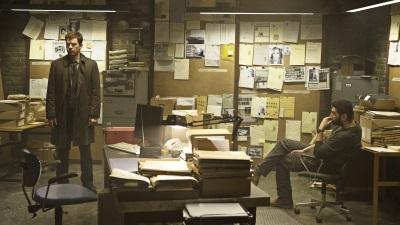 Aus ihrem Büro planen die beiden Ermittler ihren nächsten Schachzug (Quelle: NFP)