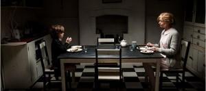 Amelia und Sam beim Abendbrot (Quelle: Capelight Pictures)