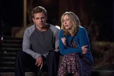 Dylan stößt auf ein Geheimnis seiner Mutter (Quelle: Universal Pictures)