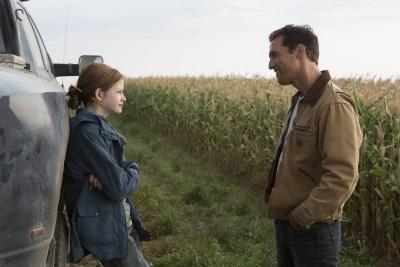 Noch kann Cooper Zeit mit seiner Tochter verbringen (Quelle: Warner Bros Pictures)