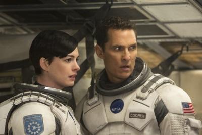 Schon bald muss Coop mit Amelia den Fortbestand der Menschheit sichern (Quelle: Warner Bros Pictures)