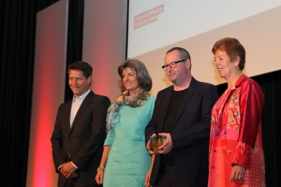 Lars von Trier mit dem Filmpreis Köln (Foto: Carolin Reinoldi)