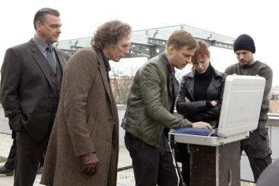 Sebastian, Carl und die anderen während einer Ermittlung (Quelle: StudioCanal)