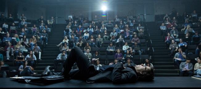 Während seiner Vorlesungen ist Jim oft der Verzweiflung nah (Quelle: Paramount Pictures)