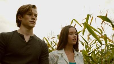 Cayden und Angelina kommen sich schon bald näher (Quelle: Universum Film)