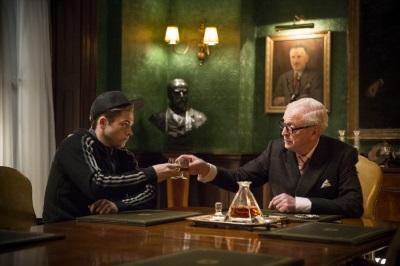 Der Azubi und der Chef trinken zusammen (Quelle: 20th Century Fox)