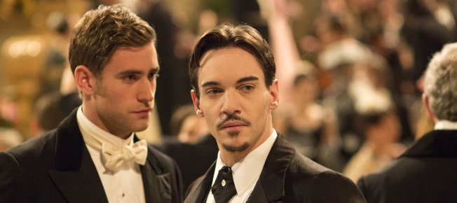 Dracula entwickelt Interesse an dem Journalisten Harker (Quelle: Universal Pictures Germany)