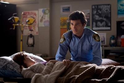 Junior macht sich Sorgen um die mysteriöse Fremde (Quelle: Paramount Pictures Home Entertainment)