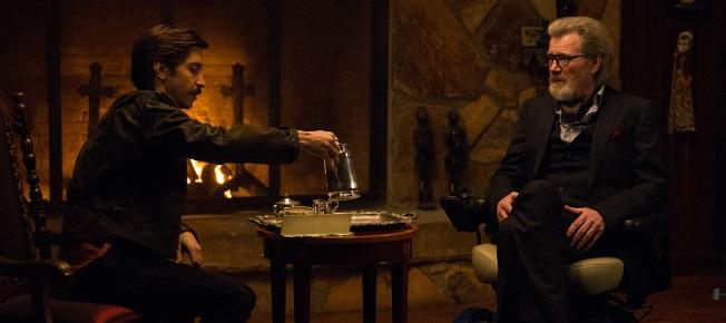 Noch trinken Wallace und Howard gemütlich Tee (Quelle: Sony Pictures)