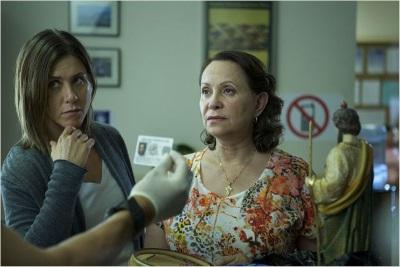 Claire und Silvana stecken in Schwierigkeiten (Quelle: Warner Bros Pictures)