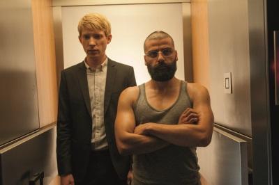 Caleb bekommt von Firmenchef Nathan eine unerwartete Einladung (Quelle: Universal Pictures)