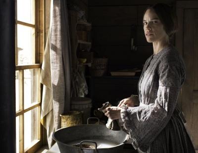 Mary Bee lebt alleine unter schweren Bedingungen (Quelle: Universum Film)