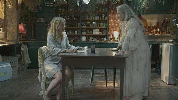 Eva mit einer merkwürdigen Dame (© Palladium Film)