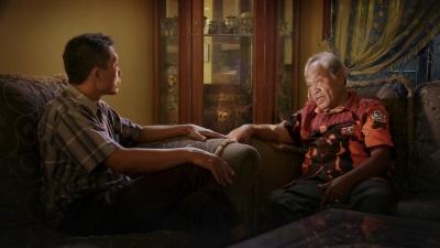 Adi spricht mit einem der Mörder (© Koch Media)