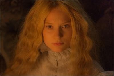 Rund um Edith geschehen merkwürdige Ereignisse (© Universal Pictures)