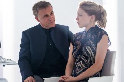 Zwei Bond-Neulinge im nicht so innigen Plausch (© Sony Pictures)