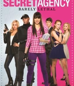 "Das Blu-ray-Cover von ""Secret Agency - Barely Lethal"" (© Ascot Elite)"