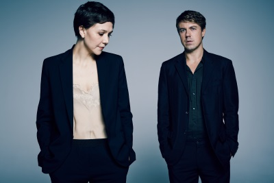 Maggie Gyllenhaal und Andrew Buchan sind als Geschwister Stein zu sehen (© Polyband)