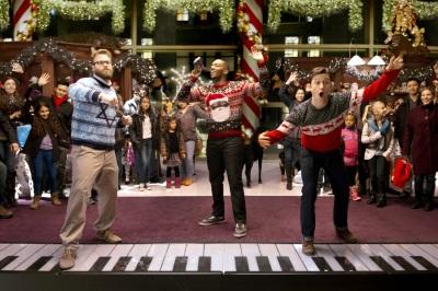 Die drei Kumpels bei einer harmloseren Weihnachts-Tradition (© Sony Pictures Germany)
