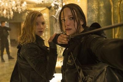 Katniss und Cressida im Gefecht (© StudioCanal)