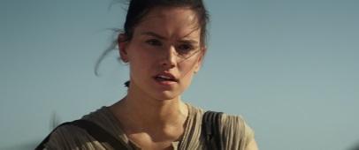 Schrotthändlerin Rey gerät zwischen die Fronten (© Walt Disney Studios Motion Picture Germany)