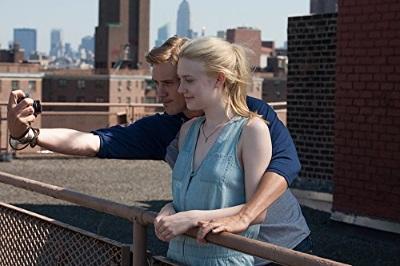 Doch der charmante David verdreht beiden Frauen gehörig den Kopf (© Koch Media)
