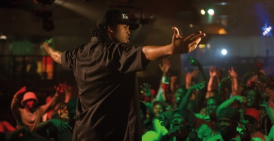 Ice Cube rockt die Bühne (© Universal Pictures Germany)