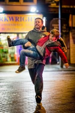 Ein Fremder versucht, den Sohn von Gefängnis-Wärter David zu entführen (© Polyband)