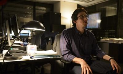 Dieser NSA-Analyst möchte das Geheimnis des Jungen entschlüsseln (© Warner Bros Pictures)