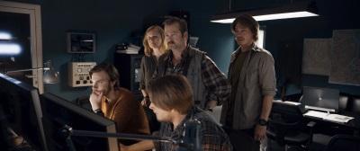 Kristian und seine Kollegen sind besorgt (© Universum Film)