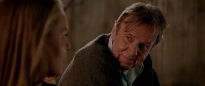 Eddie tut sich schwer damit, die Beziehung seiner Tochter zu akzeptieren (© Universum Film)