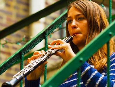 Hailey und ihre Oboe (© Amazon Video)