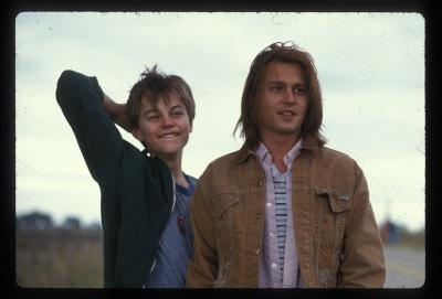 Johnny Depp und Leonardo DiCaprio als liebenswertes Brüderpaar (© Universum Film)