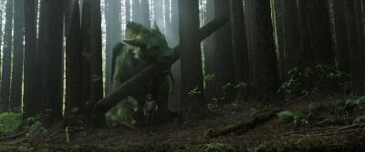 Elliot und Pete durchkämmen die Wälder (© Disney Motion Pictures)